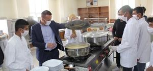 Eleşkirt Mesleki ve Teknik Anadolu Lisesinde Yiyecek ve İçecek Hizmetleri alanının açılışı yapıldı