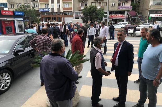 Yomra'da Belediye Başkanı Bıyık'a silahlı saldırı Saldırıdan Belediye Başkanı Mustafa Bıyık yara almadan kurtulurken, kaçan şahsın yakalanması için çalışma başlatıldı
