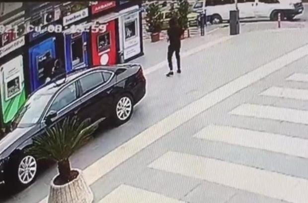 Yomra'da Belediye Başkanı Bıyık'a silahlı saldırı anı güvenlik kameralarına saniye saniye yansıdı Saldırganın ilk anda silahının tutukluk yapması Belediye Başkanı Bıyık'ın kurşunlara hedef olmasını önledi