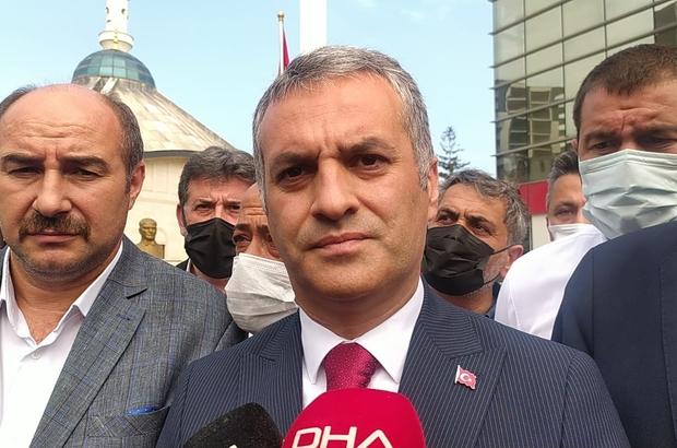 """Vali Ustaoğlu Yomra Belediye Başkanı Bıyık'a düzenlenen silahlı saldırı sonrası olay yerine geldi Yomra Belediye Başkanı Mustafa Bıyık: """"Silah sesinin ardından karşımdaki camın patladığına şahit oldum;Geriye döndüğümde zaten hain kaçıyordu"""" Vali İsmail Ustaoğlu: """"Tüm ekiplerimiz detaylı bir şekilde olayı inceliyor; İnşallah en kısa sürede olayın failini bulacağız"""""""