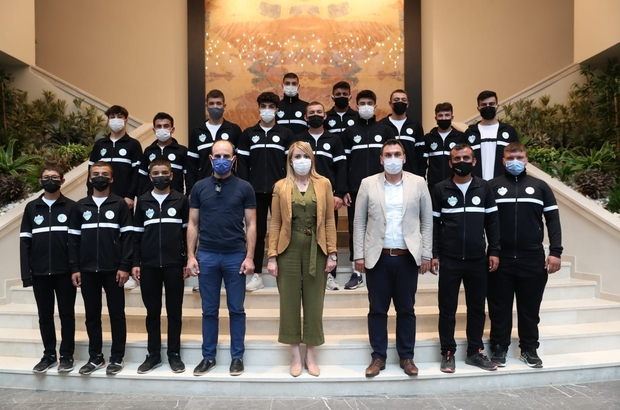 """Merkezefendi yağlı güreş takımı Bursa yolcusu Merkezefendi Belediye Başkanı Şeniz Doğan; """"Sporun merkezi yapmak adına çalışıyoruz"""""""