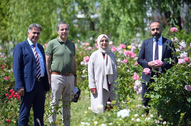 Rektör Şevli 'Gül Bahçesi'ni gezdi