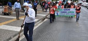 """Belediye Başkanı Biçer ve TEMA gönüllülerinden çevre temizliği Simav Belediye Başkanlığı'nın sosyal sorumluluk projeleri kapsamında, 'Yeşil Simav, Temiz Simav"""" sloganıyla, ilçenin prestij caddesi üzerinde çevre temizliği etkinliği gerçekleştirdi"""