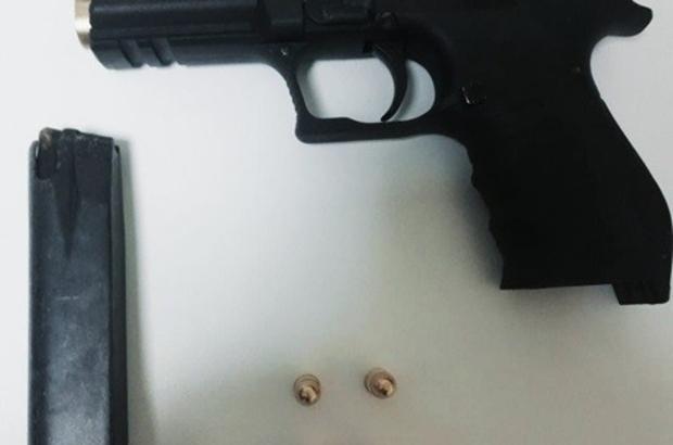 Durdurulan şüpheli araçta silah ve 4 mermi bulundu