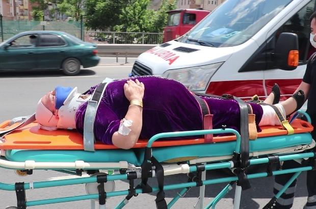 Düğün konvoyunda otomobil ile hafif ticari araç çarpıştı: 4 yaralı