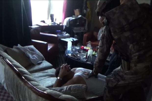 Konya'da uyuşturucu operasyonu, bomba ve uyuşturucu ele geçirildi Ereğli ilçesinde düzenlenen 2 adet bomba, silahlar ve uyuşturucu maddelerin ele geçirildiği operasyonda 13 şüpheli tutuklandı