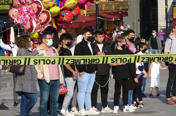 Unutkanlığı polisi alarma geçirdi, meraklı vatandaşlar film izler gibi seyretti Sivas kent meydanında unutulan çanta polis ekiplerini alarma geçirdi