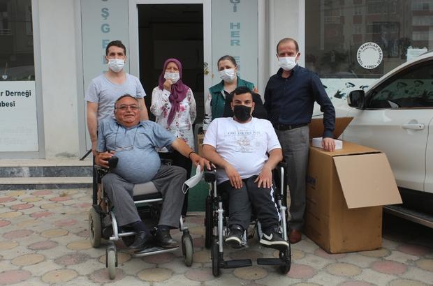 (Özel) Akrabaları engelli olunca her yıl tekerlekli sandalye bağışlamaya başladılar Hayırsever aile engellilere her yıl tekerlekli sandalye bağışlıyor
