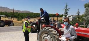 Jandarma traktör sürücülerini bilgilendirdi
