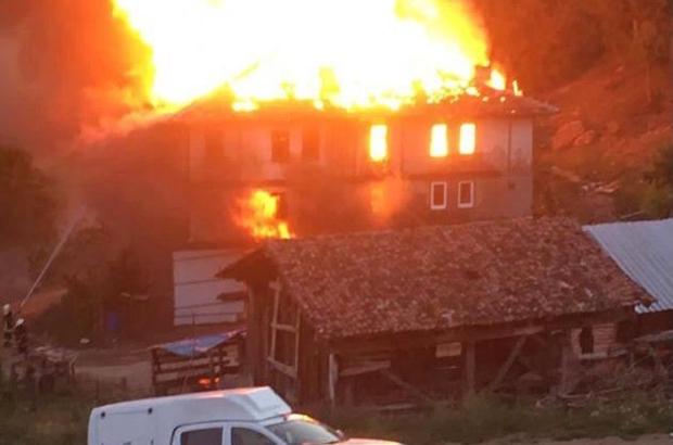 Alevlerin arasında kalan yaşlı kadını komşuları güçlükle evden çıkardı Bir günde dört ayrı noktada çıkan yangınlar evleri ateş topuna döndürdü