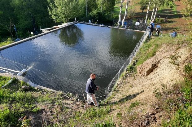 Dernek yönetiminden örnek çalışma Sivas'ın Koyulhisar ilçesine bağlı Kavacık köyünde hayvan ve çocuklar için tehlike arz eden bahçe sulama havuzlarının etrafı tel örgülerle kapatılarak güvenlik önlemi alındı