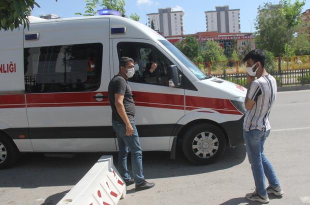 Askerlik şubesinde korona paniği Adana'da daha önce korona virüse yakalanan bir kişi korona testi yaptırıp askerlik şubesine gidince pozitif olduğu söylenerek şubeden çıkartıldı Olay yerine gelen sağlık ekiplerinin yaptığı kontrolde gencin son yaptırdığı testin negatif çıktığı anlaşılınca askerlik işlemleri yapıldı