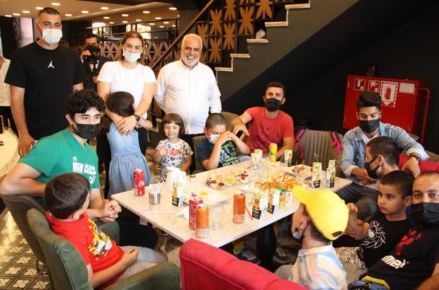 Pandemiye rağmen İstanbul'da 8'inci şubesini açan Hacıbaba Pastanelerinin şeref konuğu otizmli çocuklar oldu