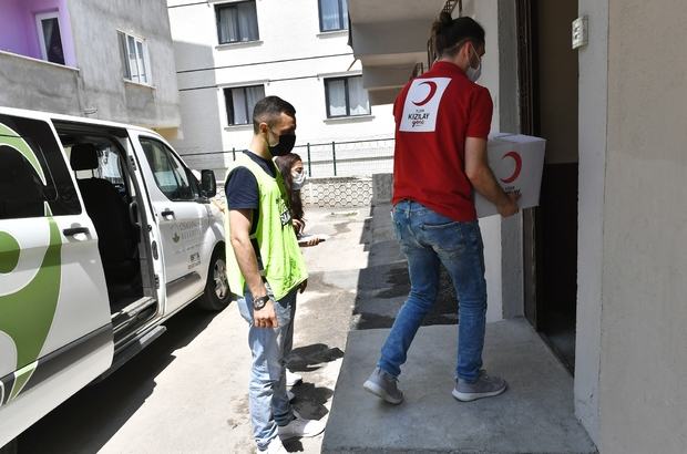 Sosyal Destekte Osmangazi ve Kızılay omuz omuza Osmangazi ve Kızılay'dan kapı kapı hizmet