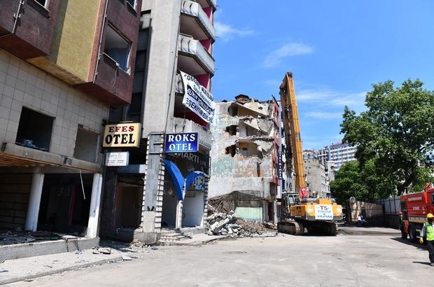 Trabzon'da bir dönem tarih oldu Fuhuş ve suç batağı olan Çömlekçi mahallesindeki oteller bölgesi kentsel dönüşümle yeni bir sayfa açıyor Yıkımına başlanan oteller bölgesi özellikle Sovyetler Birliği'nin yıkılmasının ardından yabancı uyruklu bayanlar, fuhuş çeteleri ve suç örgütlerinin merkeziydi