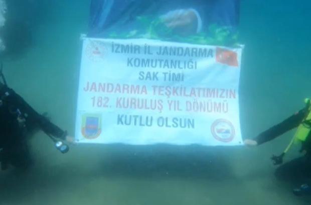 Jandarmadan su altında yıl dönümü kutlaması