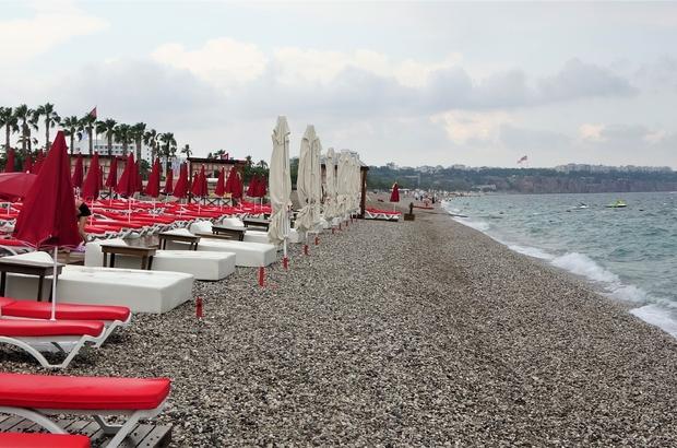 Dünyaca ünlü sahil yağan yağmur sonrası boş kaldı
