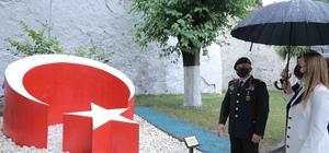 Jandarma'dan DEÜ'ye anlamlı emanet Türk Bayrağı Anıtı törenle açıldı