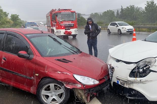 Sekiz farklı kazaya 25 araç karıştı, 8 kişi yaralandı Yağmur beraberinde kazaalrı getirdi