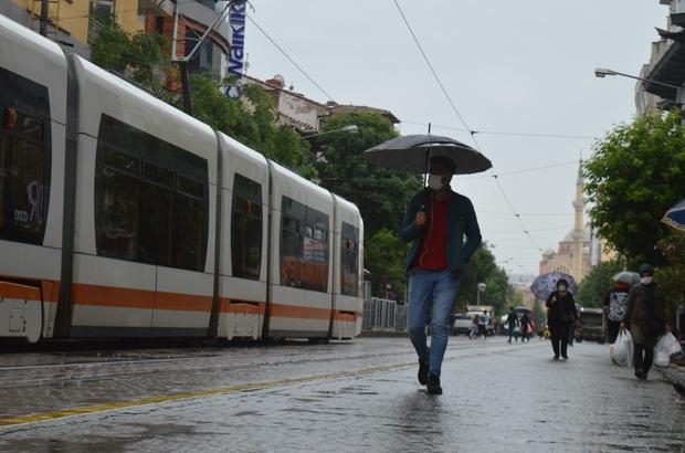 """Yağmur umut oldu Yağışların hafta boyu devam etmesi bekliyor Tepebaşı Ziraat Odası Başkanı Süleyman Buluşan; """"Yağmurun bu şekilde ara ara ve sağanak şekilden yağması ise bizim için başka bir güzel"""""""