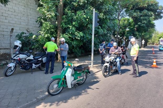 Salihli'de motosiklet sürücülerine sıkı denetim Manisa'nın Salihli ilçesinde 68 motosiklet sürücüsüne 60 bin lira ceza