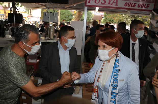 Akşener'in ziyareti sırasında ilçe belediye başkanı ve milletvekilleri makam odasına girmek için korumalarla mücadele verdi Meral Akşener Adana'da
