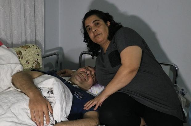 Yatağa mahkum kardeşinin malulen emekli olmasını istiyor Adana'da Hatice Ok adlı kadın, yaklaşık 2 yıl önce beyin kanaması geçirerek yatağa mahkum olan kardeşi Abdullah Ok'a kısıtlı imkanlarına rağmen bakıyor Hatice Ok, yüzde 93 engelli raporu verilen ve sık sık hastaneye gitmesi gereken kardeşinin malulen emekli olması için yetkililerden yardım bekliyor