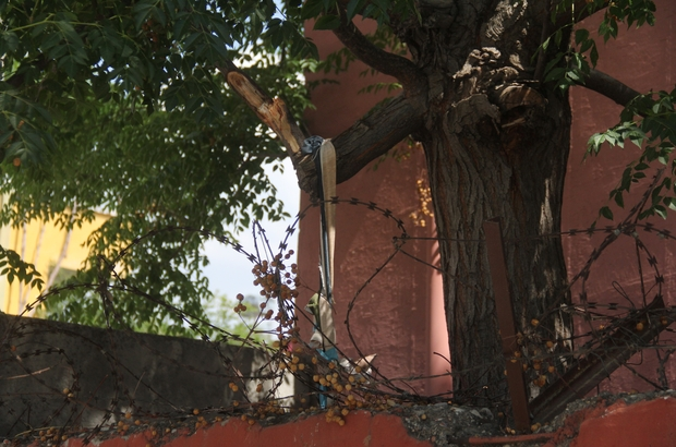 İlkokul bahçesinde dehşet Adana'da kendisinden 4 gündür haber alınamayan genç ağaçta asılı olarak bulundu