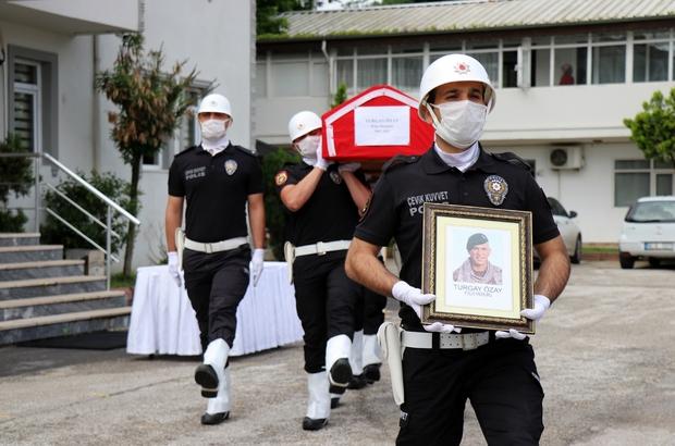 Kalbine yenik düşen Özel Harekat Polisine tören 21 gün önce emekli olmuştu, mesai arkadaşları tarafından törenle uğurlandı
