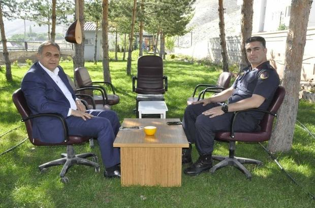 Başkan Çiftçi'den Jandarmaya 182. yıl ziyareti Başkan Nami Çiftçi Jandarma Teşkilatı'nın kuruluşunun 182. yıl dönümü dolayısıyla İlçe Jandarma Komutanı Rıza Duman'ı ziyaret etti