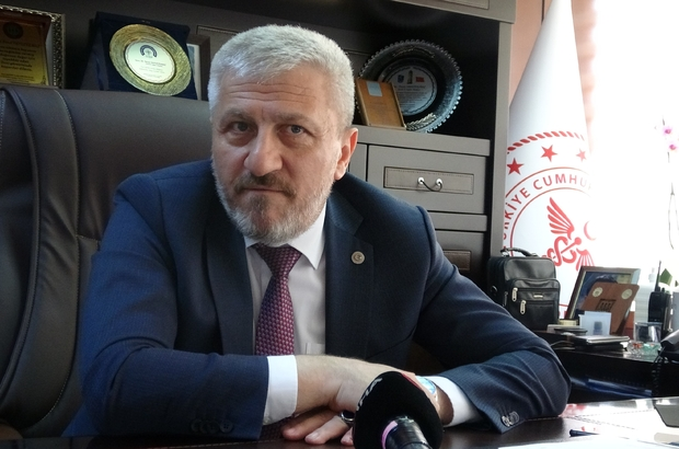 """(Özel) Sağlık Müdürü müjdeyi verdi: """"Sonbaharda eski günlere döneceğiz"""" Sanayi ve işçi şehri Bursa'da dün yaklaşık 28 bin kişi aşılanırken, bugün rakamın 30 bini aşması hedefleniyor Bursa İl Sağlık Müdürü Fevzi Yavuzyılmaz: """"İşçi ya da çalışanlarımızı sağlık tesislerine getirmektense, biz onların ayağına gidip bulunduğu ortamda aşılamaya gayret ediyoruz"""" Sonbaharda eski günlerimize dönmeyi hedefliyoruz '' Bursa'da şuan itibari ile hedef nüfusumuzun yüzde 45'lik bir oranını aşılamış durumdayız''"""