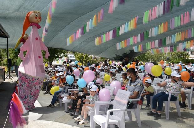 Tuşba Belediyesinden çocuklara tiyatro sürprizi
