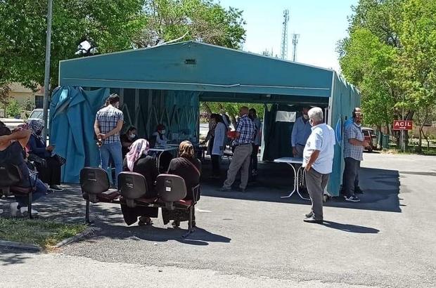 Tomarza Devlet Hastanesi bahçesine aşı çadırı kuruldu