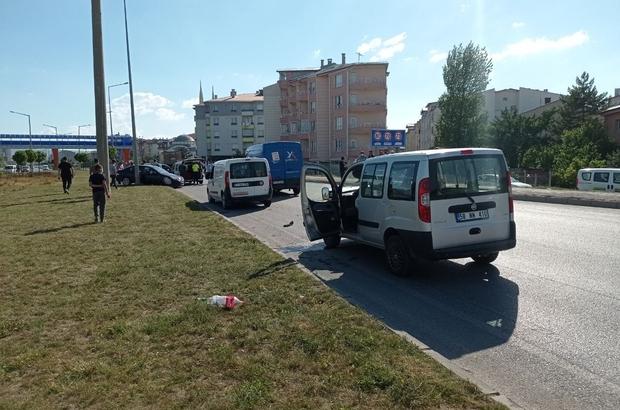 Sivas'ta zincirleme trafik kazası: 1 yaralı Sivas'ta 4 aracın karıştığı zincirleme trafik kazasında 1 kişi yaralandı