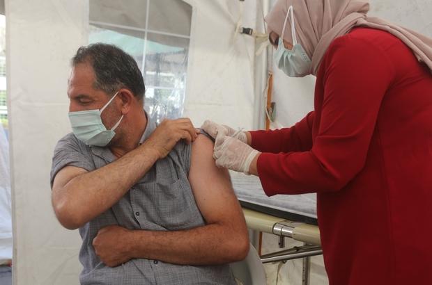 """Van'da korona virüs aşı seferberliği Kurulan stantta bir günde 300 kişiye aşı uygulandı Van İl Sağlık Müdürü Prof. Dr. Mahmut Sünnetçioğlu: """"Van'da aşı sıkıntısı yok"""""""