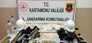 """30 saat süren yargılamanın ardından 7 kişi tutuklandı """"Kamu görevlisiyiz"""" diyerek kaçak kazı yapan şüphelilerden 7 kişi tutuklandı"""