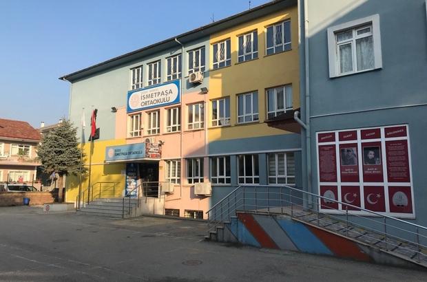 Düzce'de bir okul satışa çıkartıldı İsmetpaşa Ortaokulu, güçlendirilmesi gerektiği ve okul bahçesinin küçük olması nedeniyle satışa çıkartıldı Öğrenciler için yeni okul için yer belirlendi