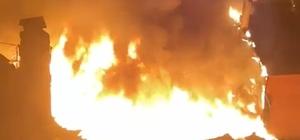 Çatı katında çıkan yangın iki binayı küle çeviriyordu 3 katlı binanın çatı katında çıkan yangın bir binaya daha sıçradı