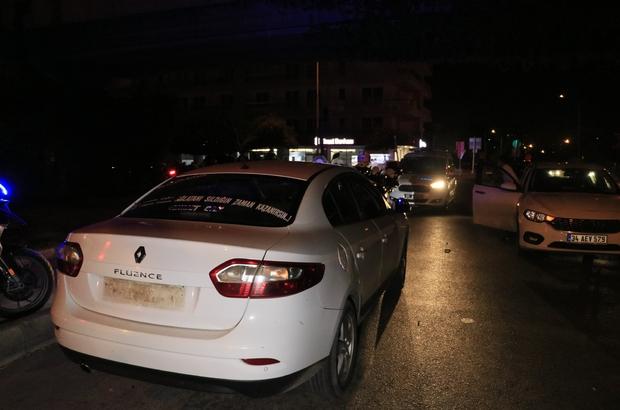 Polisten kaçan alkollü sürücü 2 kilometre kovalamanın ardından taksiye çarpınca yakalandı Ön plakası folyo ile kaplı arka plakası olmayan otomobil polisten kaçarken kaza yaptı