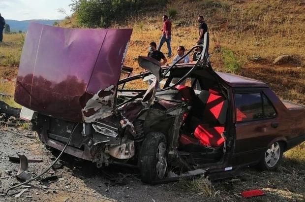 İki otomobil kafa kafaya çarpıştı: 3 kişi yaralandı Kafa kafaya çarpışan otomobillerde 3 kişi yaralandı