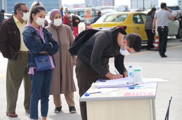 """Eskişehir'de aşıya yoğun talep Randevu alanlar sıraya girdi, aşılamada 530 bin doz aşıldı Eskişehir Yunus Emre Devlet Hastanesi Başhekimi Dr. Mustafa Karagülle: """"Aşılamada beklediğimizin üzerinde bir taleple karşılaştık"""""""