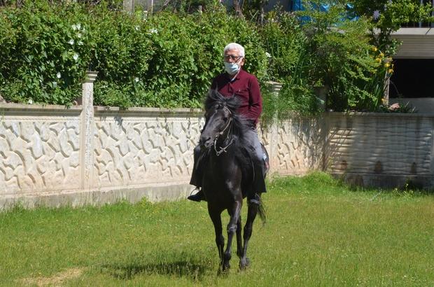 Askerde bindiği at, sivil hayatta şampiyon yaptı Ordulu Necati Hamitoğlu, askerlik görevini yaptığı esnada bindiği at sonrası bu işe merak saldı Askerlik sonrası at alan Hamitoğlu, katıldığı yüzlerce yarışta 40 adet kupa, çok sayıda plaket ve ödüller aldı