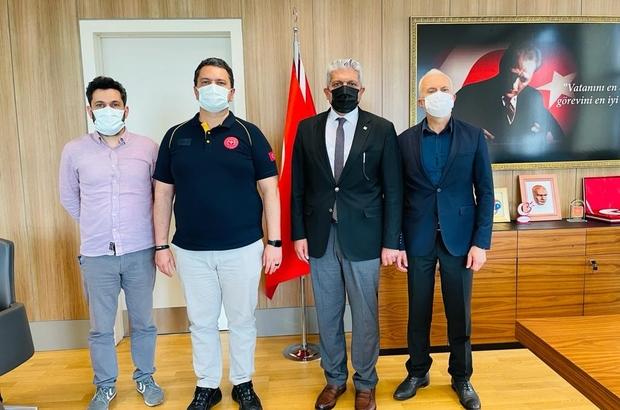 """Başkan Küpeli: """"Sağlık çalışanlarına minnet borçluyuz"""" Eskişehir İl Sağlık Müdürü Prof. Dr. Uğur Bilge: """"Aşılamada Eskişehir başarılı illerin başında geliyor"""""""