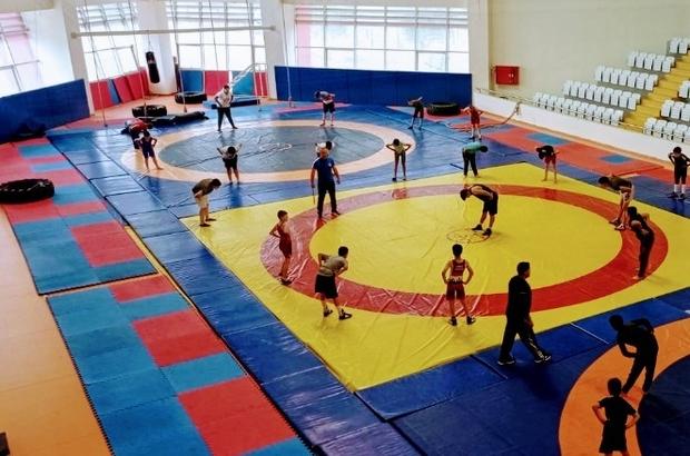 Yunusemreli güreşçiler milli takım forması için mindere çıkacak