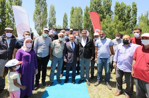 Ağrı'da törenle çiftçilere kaz yetiştiriciliği makine ve ekipmanları dağıtıldı