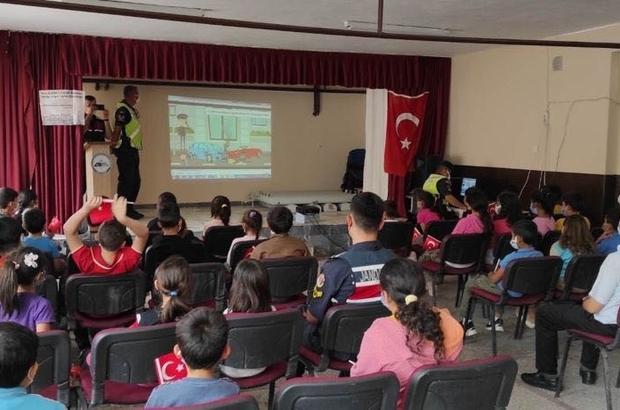 Kula İlçe Jandarmadan 'Jandarma ve Çocuklar El Ele' projesi