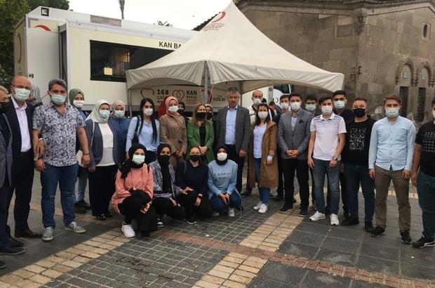 """AK Parti Kayseri İl Teşkilatından Kızılay'a kan desteği AK Parti Kayseri İl Başkanı Şaban Çopuroğlu: """"İnsanın hiçbir şeye ihtiyacı olmasa kana ihtiyacı var"""""""