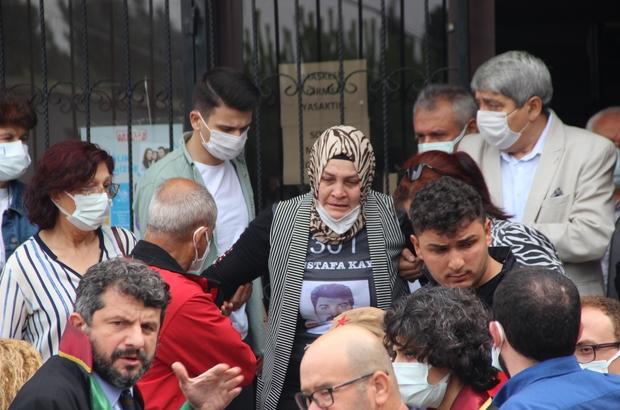 Soma'daki maden faciası davasında karar verildi, aileler tepki gösterdi 301 işçinin hayatını kaybettiği maden faciası davanın karar duruşmasında Can Gürkan 20, Efkan Kurt ve Adem Ormanoğlu ise 12 yıl 6 ay hapis cezasına çarptırıldı