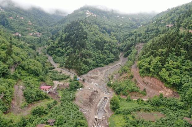 8 kişinin hayatını kaybettiği, 2 kişinin kaybolduğu sel felaketinin üzerinden 2 yıl geçti Trabzon'un Araklı ilçesi Çamlıktepe'deki sel felaketini yaşayan Cevahir ailesi yaşadıkları o acı dolu günü unutamıyor
