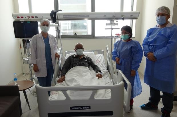 """Ağabeyinden nakledilen ilikle hayata tutundu Suriyeli Ahmet'e ağabeyi Rahut'tan alınan ilik nakil edildi Adana Şehir Eğitim ve Araştırma Hastanesi Erişkin Kemik İliği Transplantasyon Ünitesi'ndeki ilk allojenik nakil gerçekleştirildi Suriyeli Ahmet Halil: """"Mutluyum, teşekkür ederim"""" Başhekim Yardımcısı Uzm. Dr. Erhan Bulut: """"Hizmetler ücretsiz, yurt dışından da başvurular oluyor"""""""